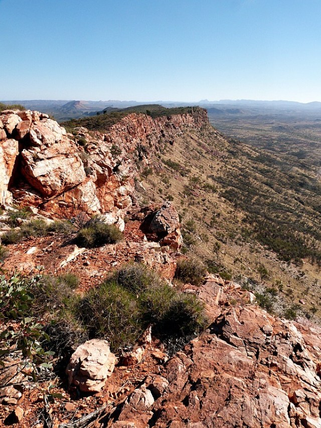 Hiking the MacDonnell Ranges near Alice Springs