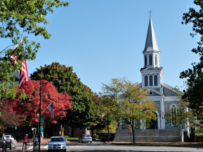 Beautiful Concord Massachusetts - Old Town Hall in Concord Massachusetts - Fall colours in Provincetown - one of the best small towns in Massachusetts
