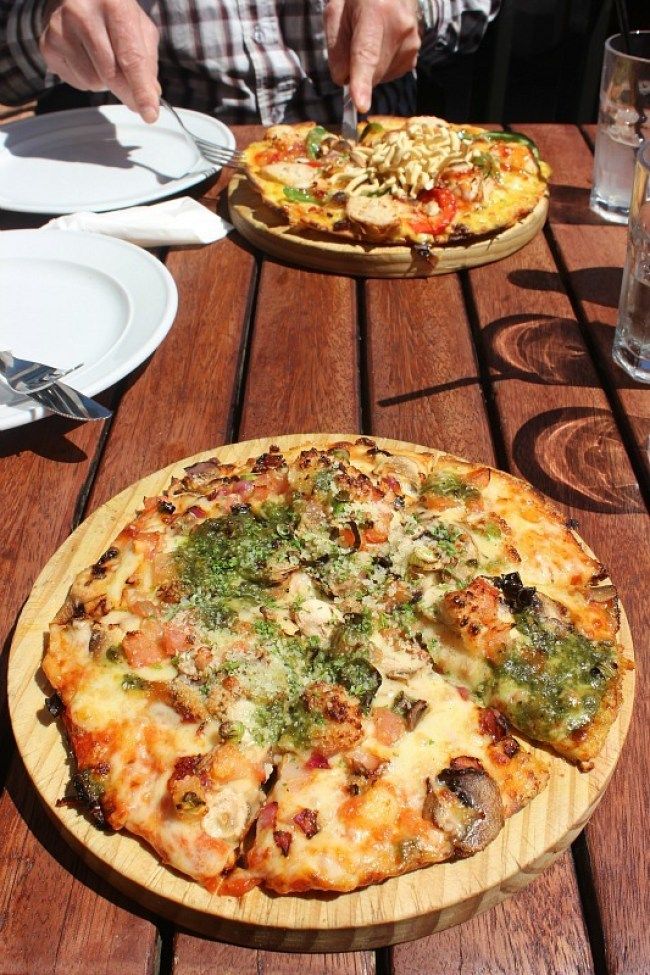 Pizza at Winnies in Queenstown duirng month five of digital nomad life