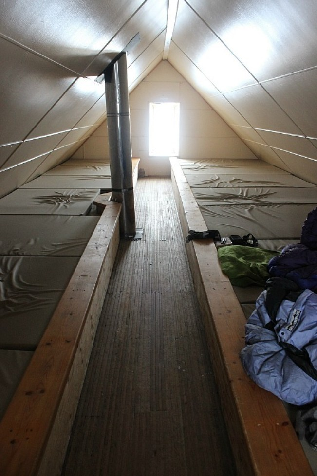 Sleeping alcove in Abbot Pass Hut