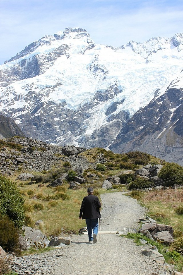 Hiking to Mount Cook on the Hooker Valley Track