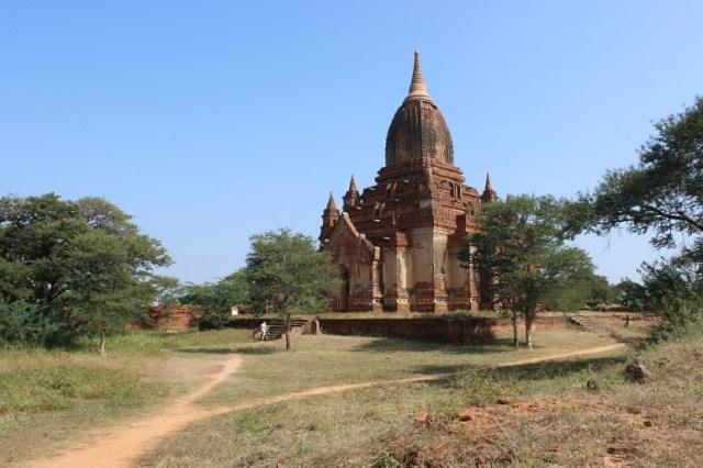Visiting the Bagan pagodas
