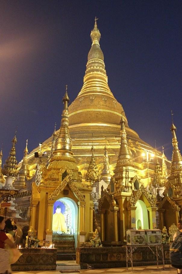Shwedagon Pagoda in Yangon at night