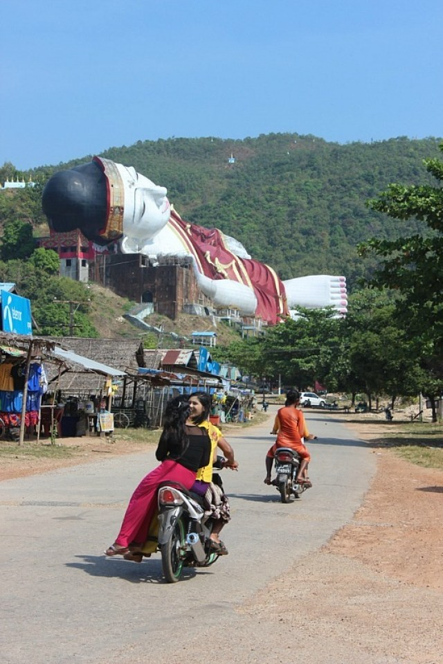 Driving to the giant reclining Buddha - a day trip from Mawlamyine