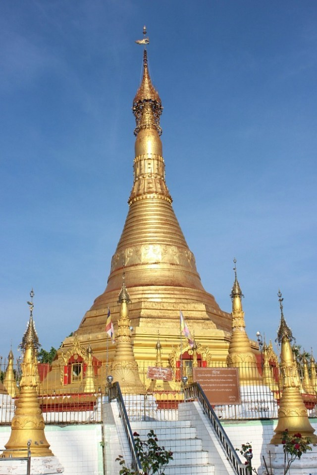 Kangyi Pagoda in Mawlamyine