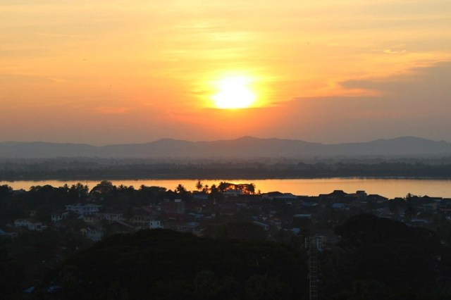 Sunset at Kyaikthanlan Paya in Mawlamyine