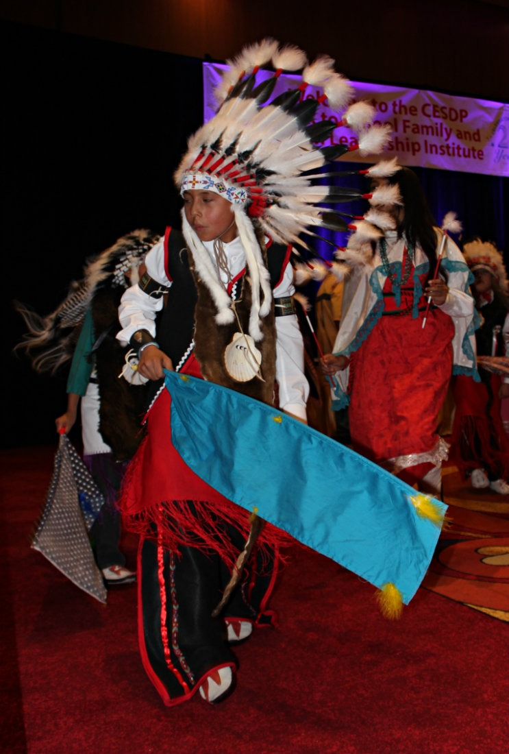 Native American dancers in New Mexico - a culture I have learnt a lot more about by living a nomadic life. | The World on my Necklace #nomadiclife