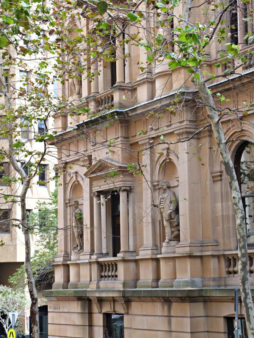 Checking out the Sydney Architecture is a must on any 5 days in Sydney itinerary. | The World on my Necklace #sydney