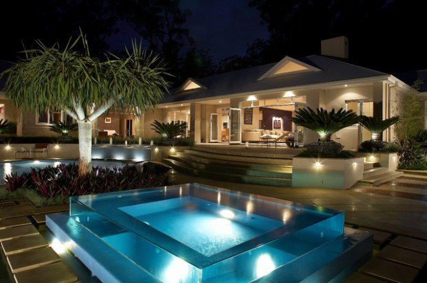 35 Outdoor Living Spaces With Hot Bathing Experience