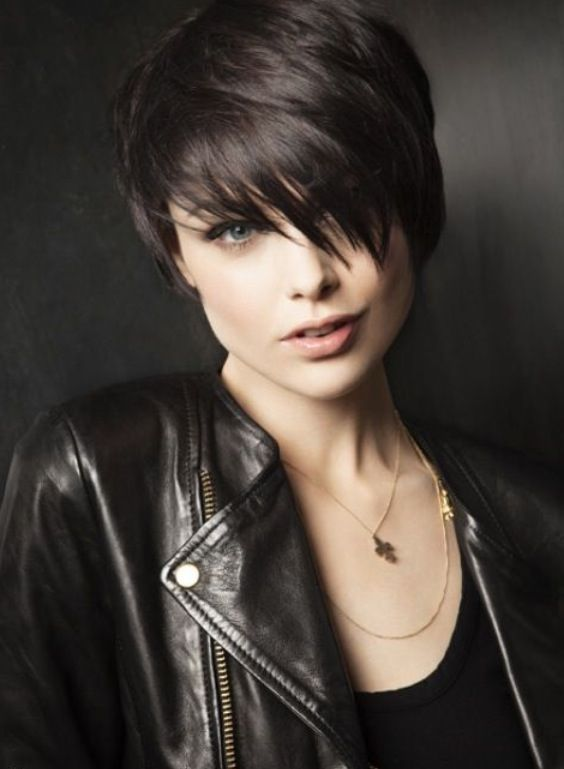 40 Classic Short Hairstyles For Round Faces