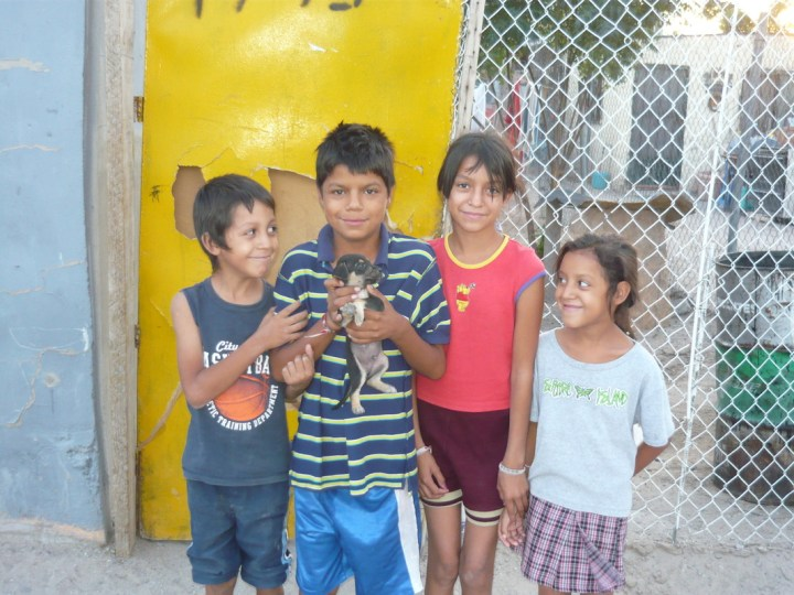 Yahir, America, Dulce and a neighbor boy with his puppy