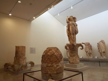 Omphalos of Delphi and its pillar