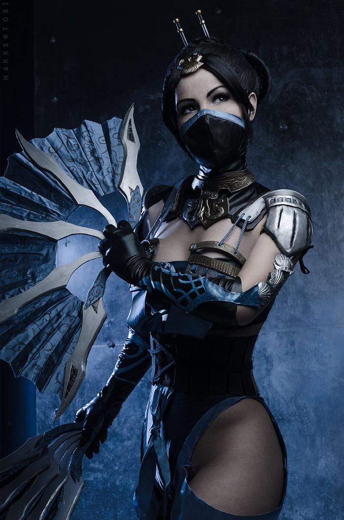 Sexy Kitana Mortal Kombat