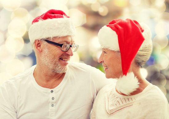 Couple in Santa hats © Syda Productions   dollarphotoclub.com