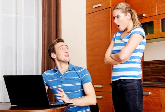Husband caught looking at porn © Piotr Marcinski | stock.adobe.com