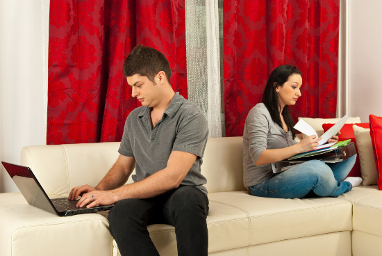 Busy couple © Gabriel Blaj | stock.adobe.com