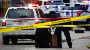 looting in chicago, more than 100 people arrested.