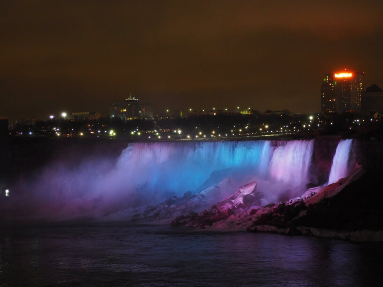 Wodospad Niagara nocą