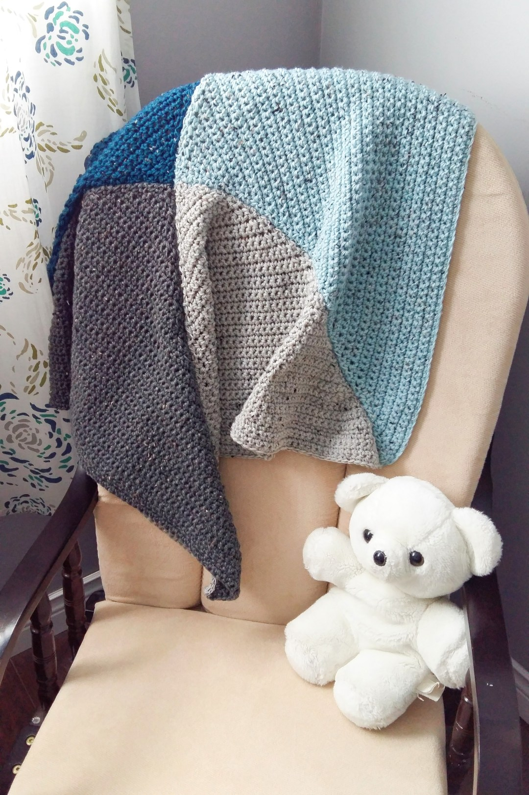 Looking for a simple but thoughtful baby shower gift? This easy crochet baby blanket is just the ticket! Tutorial includes free pattern.