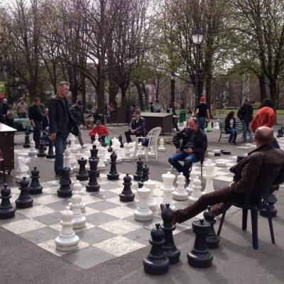 6 smart strategies to find friends in Switzerland