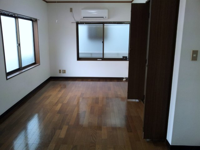 Apartments in Japan for Foreigners - Empty Room