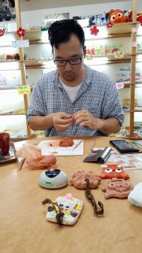 How Okinawa is Different from Mainland Japan - Boyfriend making Shisa