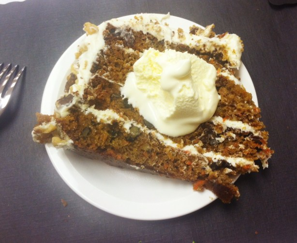 carrot cake with ice cream
