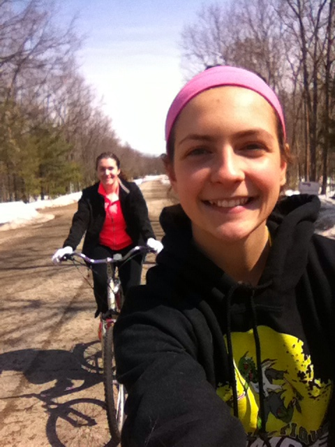 leigha and taylor riding their bikes