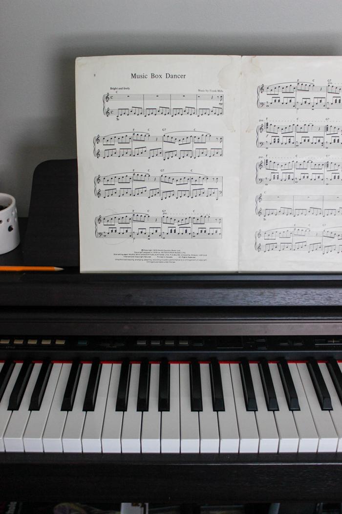 piano music box dancer