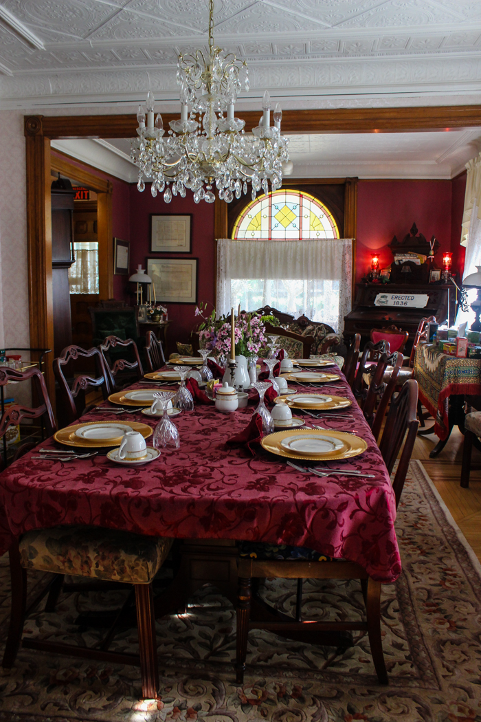 bed and breakfast niagara falls dining room