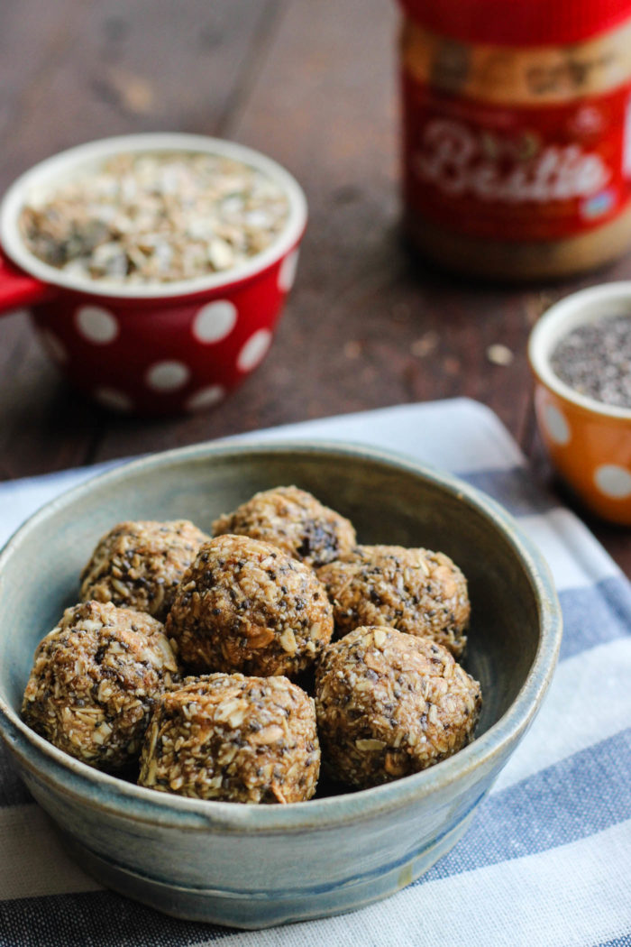 almond-cashew-muesli-balls