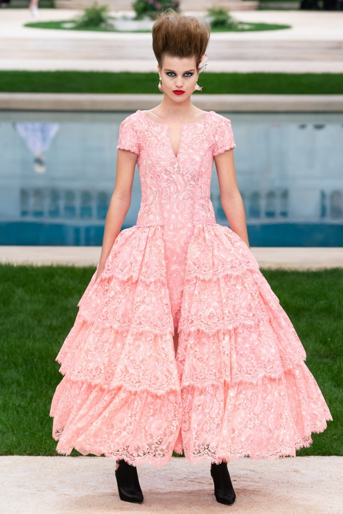 couture spring 2019 runway fashion style valentine's day romantic pink red inspiration chanel