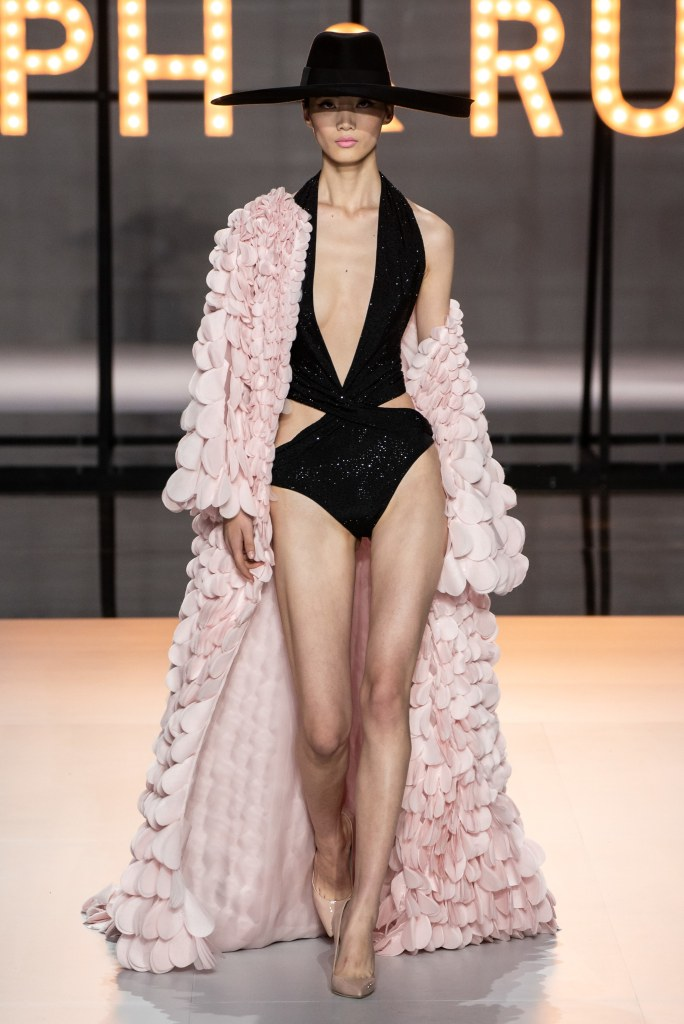 couture spring 2019 runway fashion style valentine's day romantic pink red inspiration ralph & russo
