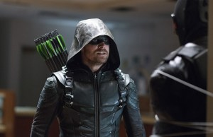 """Arrow -- """"Vigilante"""" -- Image AR507b_364b.jpg -- Pictured (L-R): Stephen Amell as Oliver Queen/The Green Arrow and Vigilante, -- Photo: Diyah Pera/The CW -- © 2016 The CW Network, LLC. All Rights Reserved."""