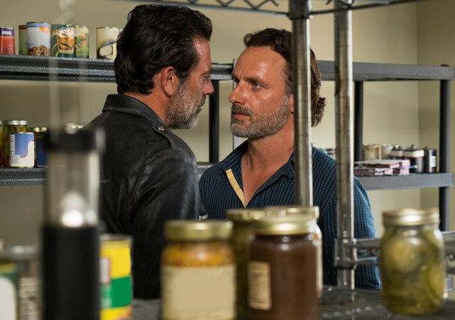 the-walking-dead-episode-704-rick-lincoln-935