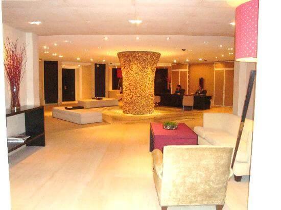 the-skyloft-private-lobby-upstairs