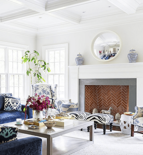 white ceiling trim with calm paint on walls in family room