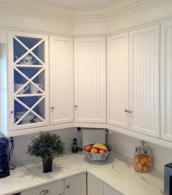 traditional white kitchen with cabinets painted in Benjamin Moore White Dove