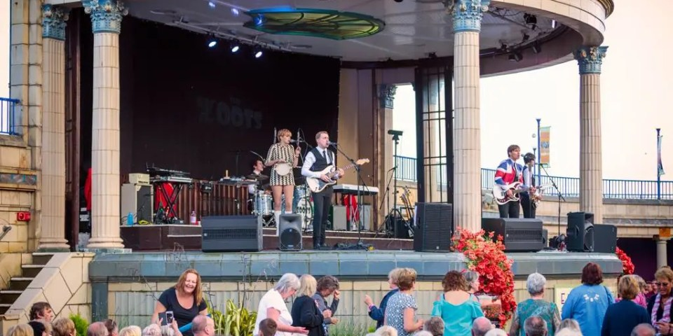 sounds of the sixties show, 60s tribute, the zoots, band in wiltshire, 60s theatre show, eastbourne bandstand, eastbourne