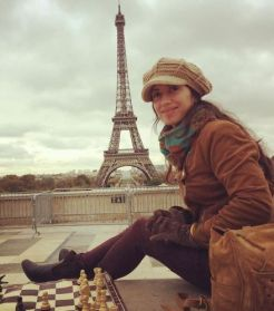 mujer ajedrez parís