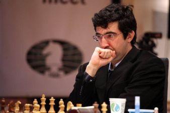 Kramnik pensando