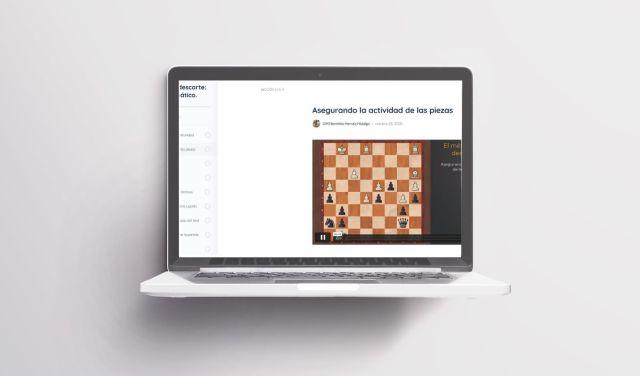 Pantalla para aprender al ajedrez online en un portatil