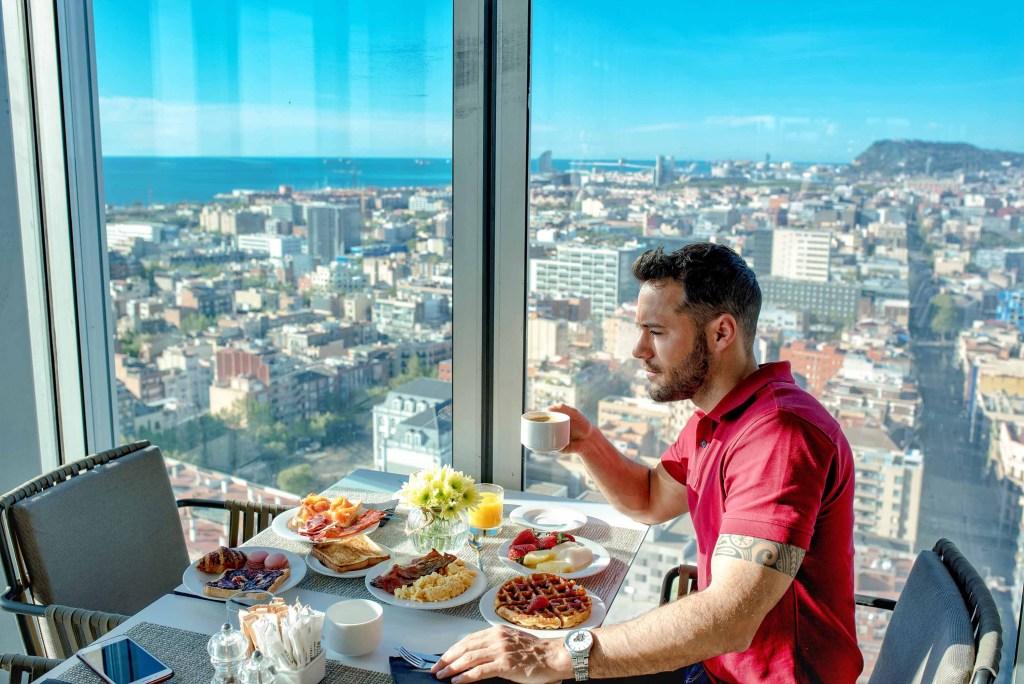 Breakfast avec vue - Melia Barcelona Sky