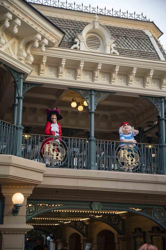 Capitaine Crochet et Monsieur Mouche