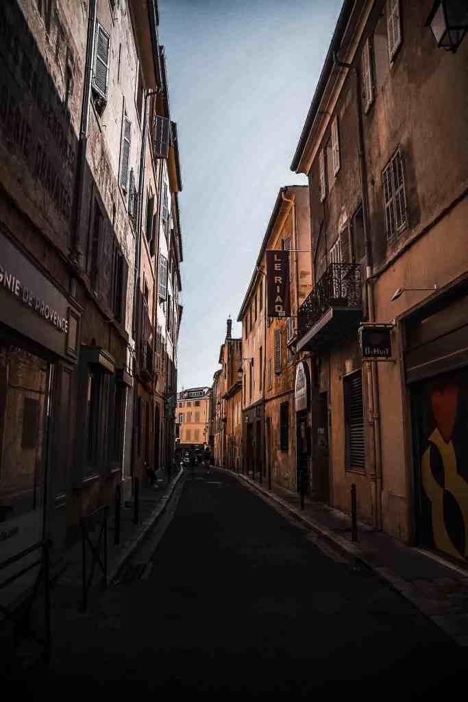 Se balader dans les rues aixoises