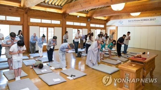 Hơn 70 ngàn người nước ngoài trải nghiệm ở lại chùa