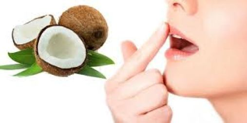 công dụng làm đẹp môi hiệu quả của dầu dừa