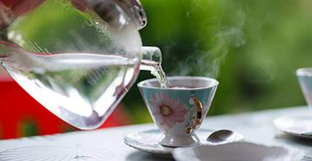 7 Health Benefits of Drinking Warm Water Early in The Morning. Thingscouplesdo.com