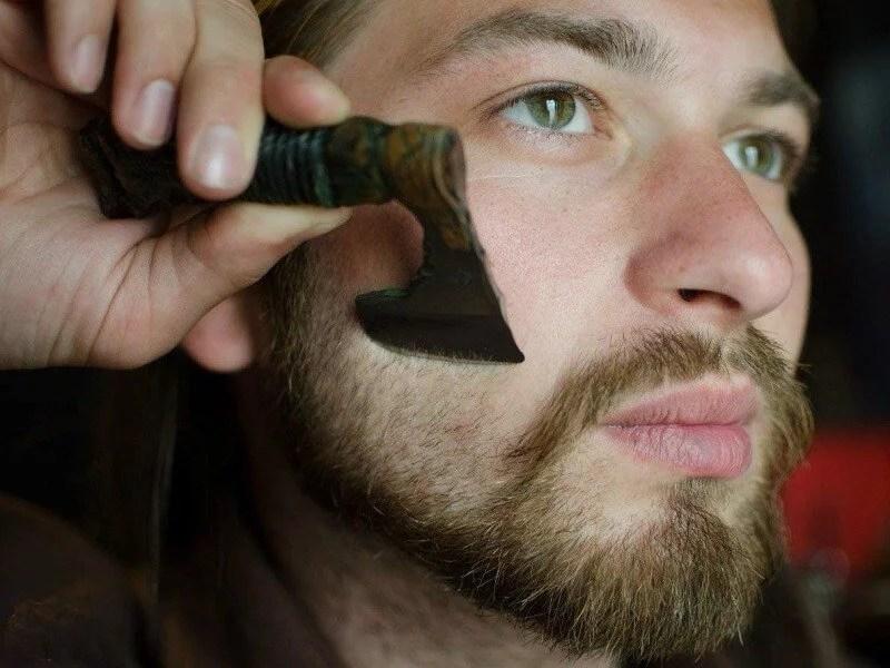Viking-Axe- shaving-razor