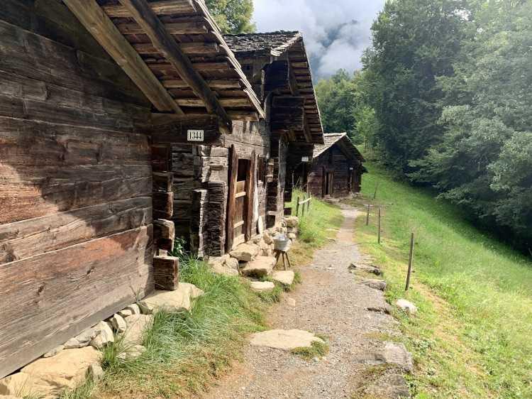 SWISS MOUNTAIN HOLIDAYS